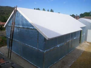 Dec 17, 2013: roof panels complete. Three guys, one day, structure, ceiling, insulation and roofing complete. Nice.