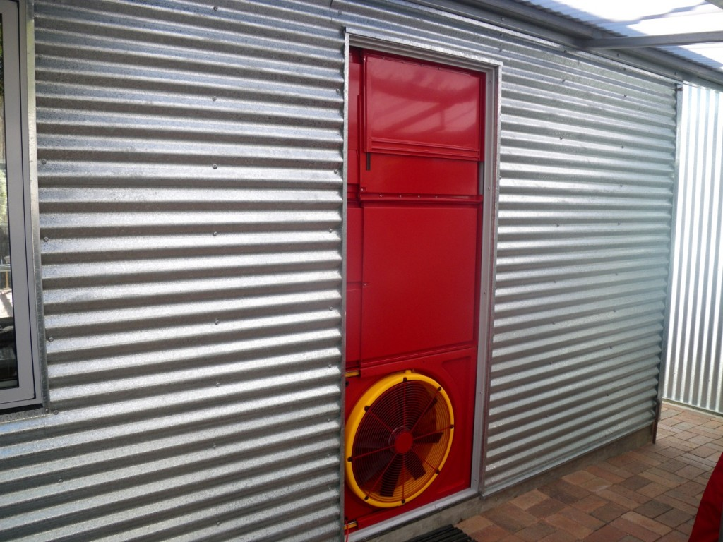 Testing the air tightness of the Greeny Flat with a Blower Door Test.