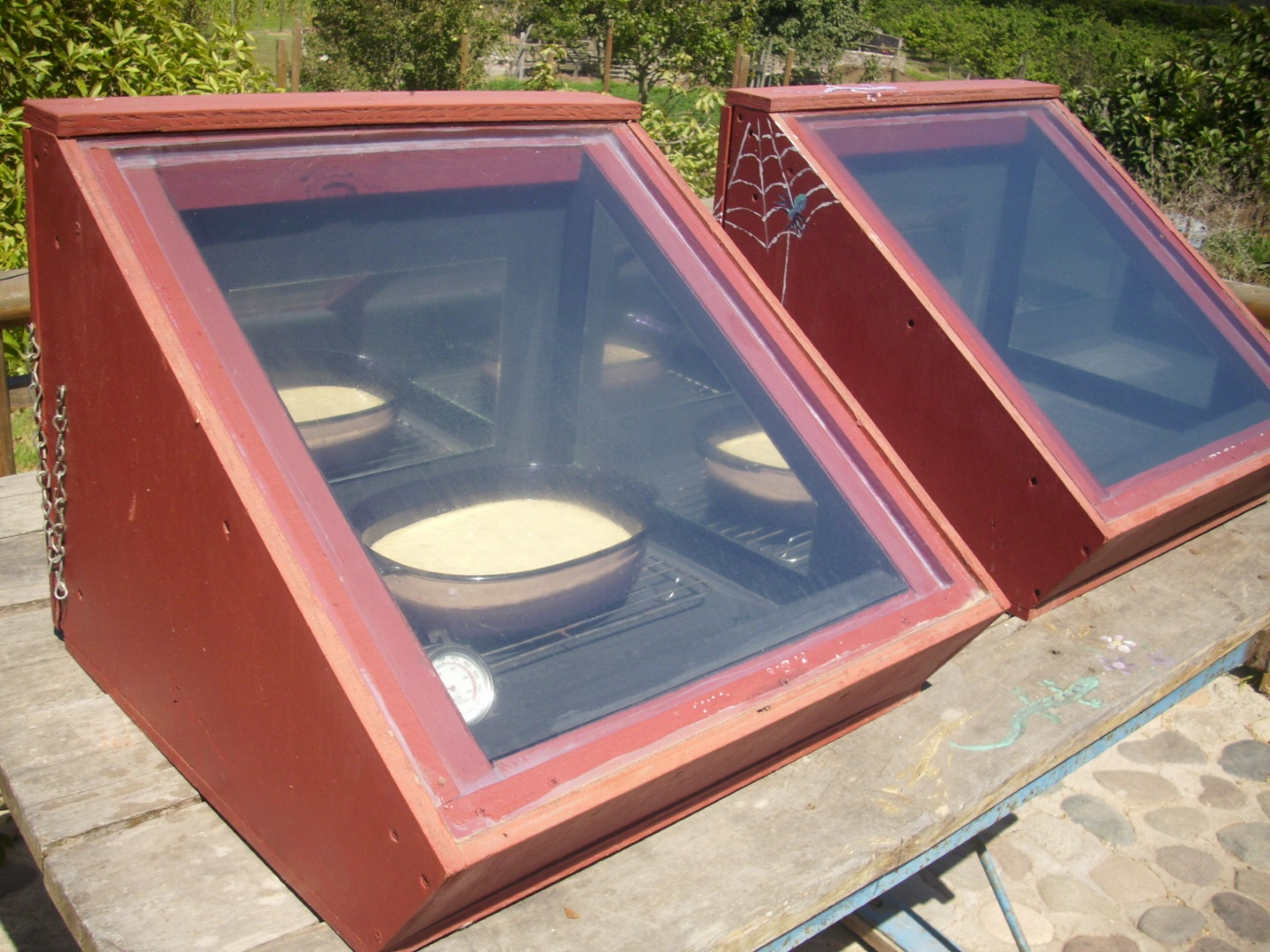 how to keep heat in a solar oven