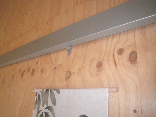 Picture rail used to hang a Japanese fabric painting.