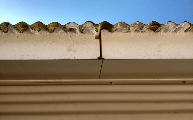 Gap between the foam cores of the SIPS roof panels