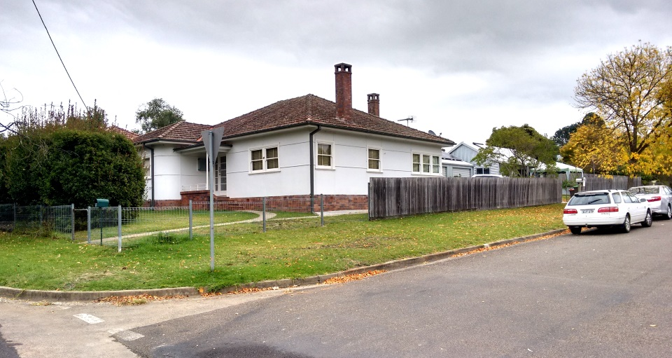 The existing fibro cottage at 16 Queen St, Mittagong with The Greeny Flat in the background.