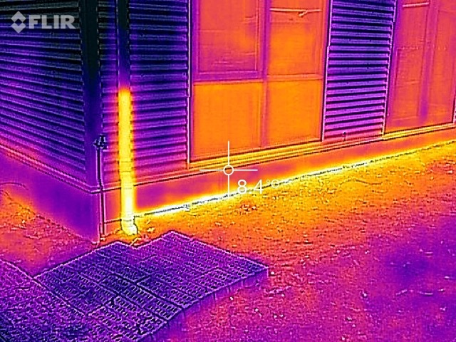 IR image showing an insulated slab edge.