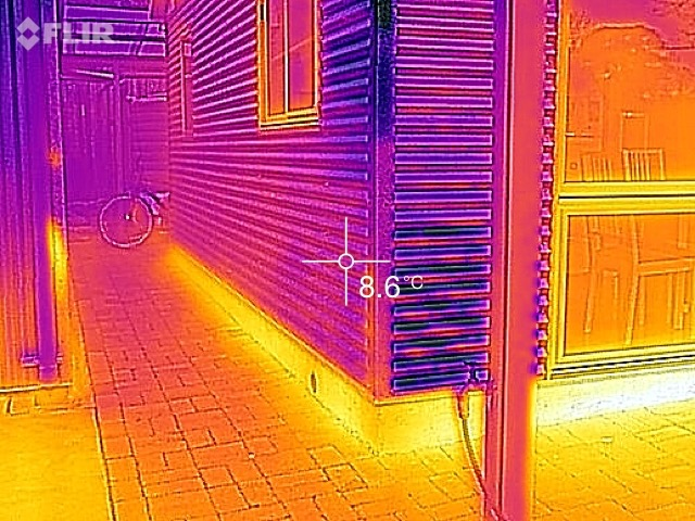 IR image showing an uninsulated slab edge.