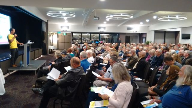 Chris Cooper, the Founder and Leader of Suncrowd, presents great options for solar and batteries to an audience of over 400 at the Bomaderry Bowling Club last night.