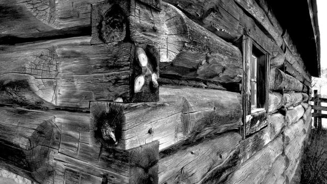 Log barn at the 3X Bar