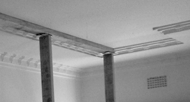 Poor detail of the cornice in the living room.