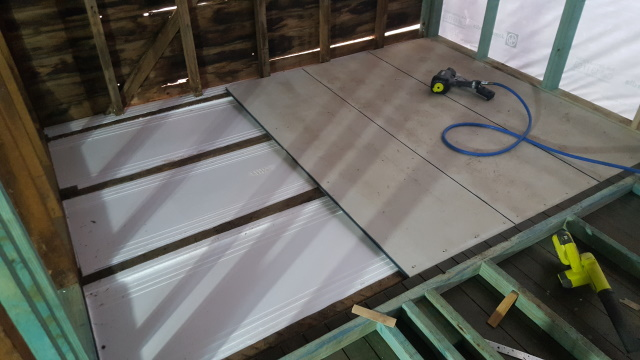 Then we laid 22mm thick fibre-cement board as a base for the bathroom tiles.